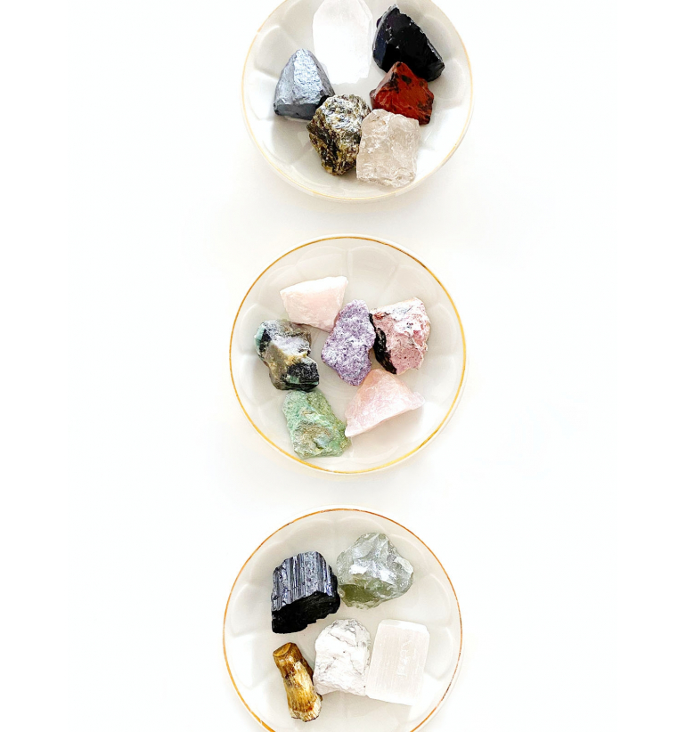Collection box with 12 rough Gems